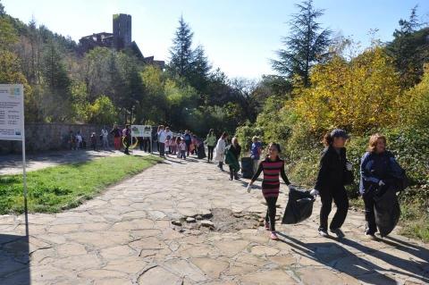 """Tрадиционно есенно почистване на Природен парк """"Сините камъни"""""""